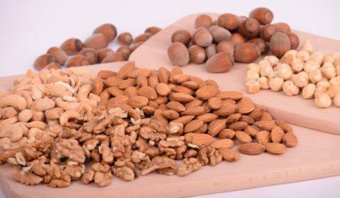 Low Carb Brot mit den Zutaten Leinsamen und Nüsse